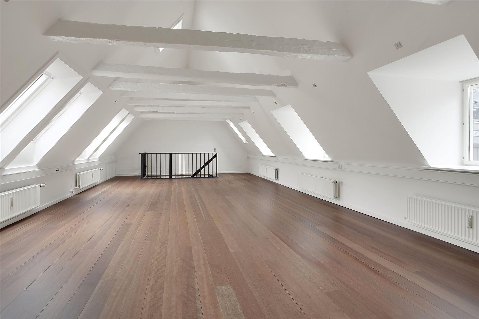 134 m² kontor – lyst og lækkert storrum