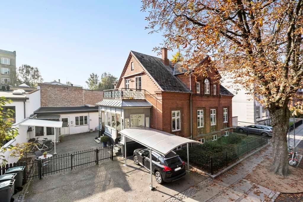 241 m² blandet bolig/erhverv