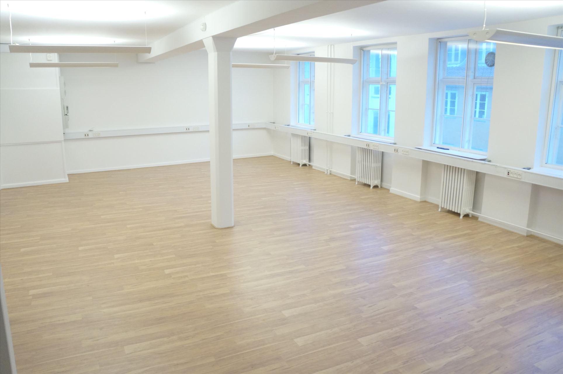 140 m² hyggeligt kontor