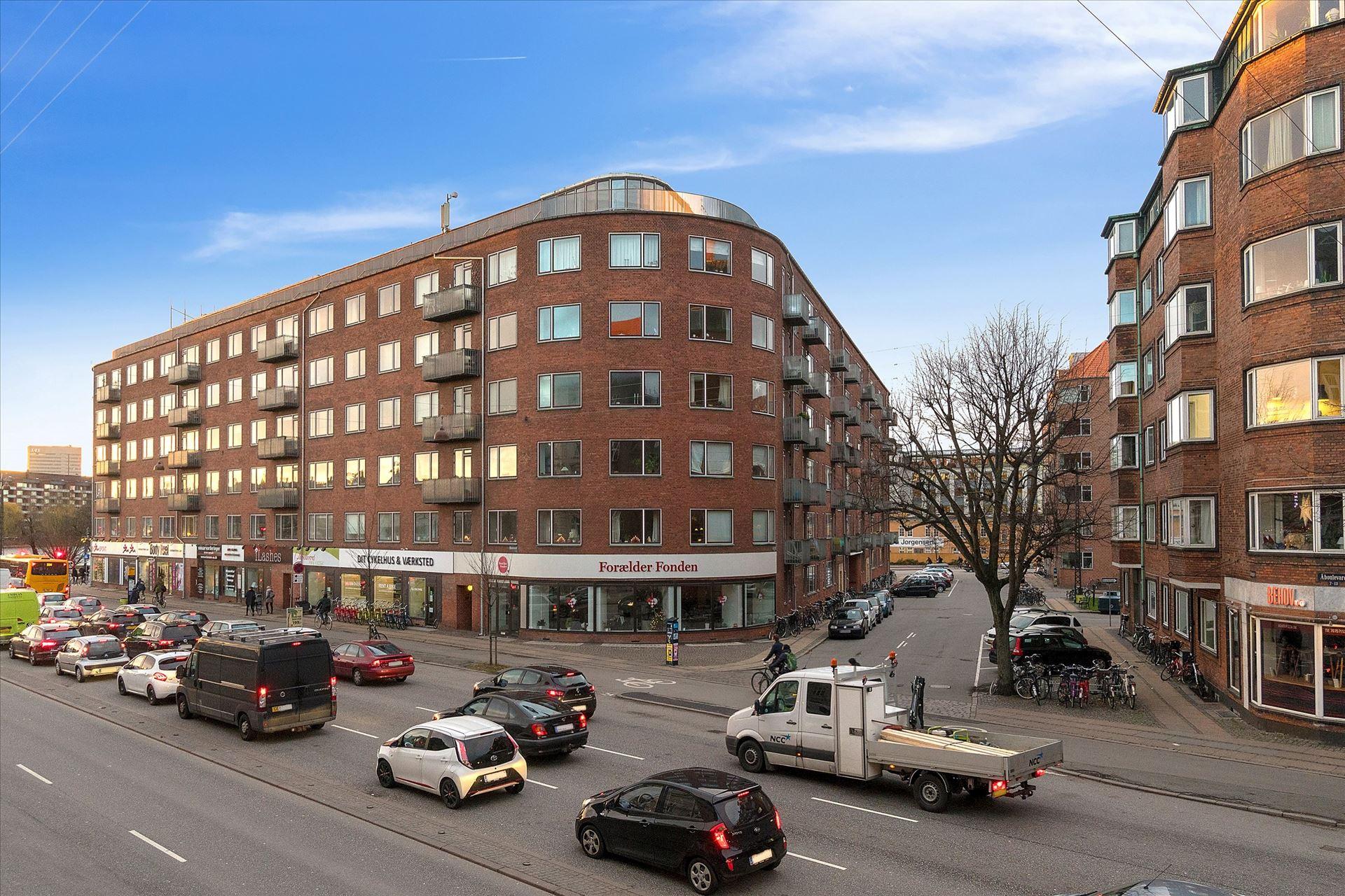 209 m² butik/showroom – synbar facade