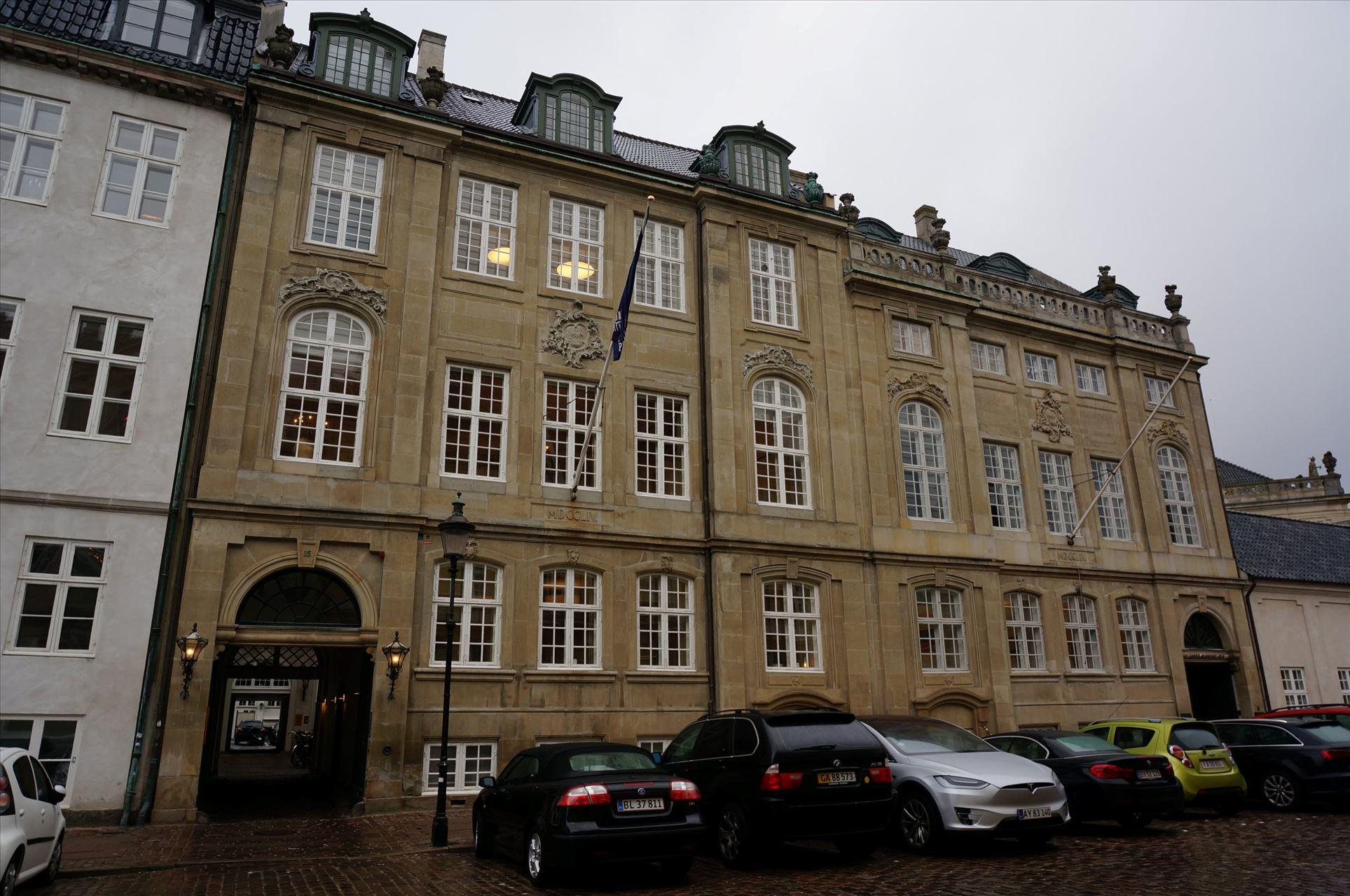100 m² lager centralt nær Amalienborg