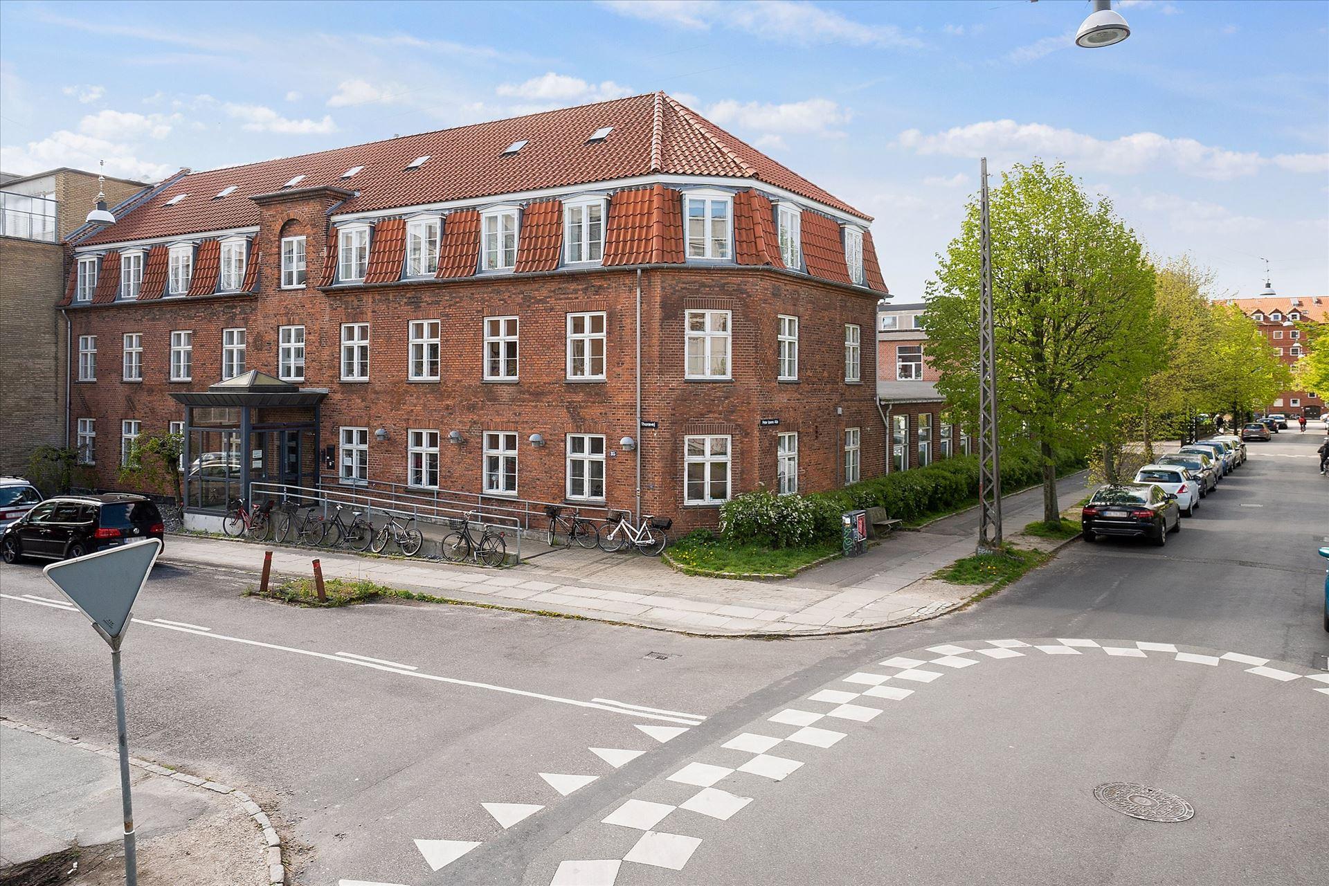 1.392 m² kontor/ undervisning i Nordvest
