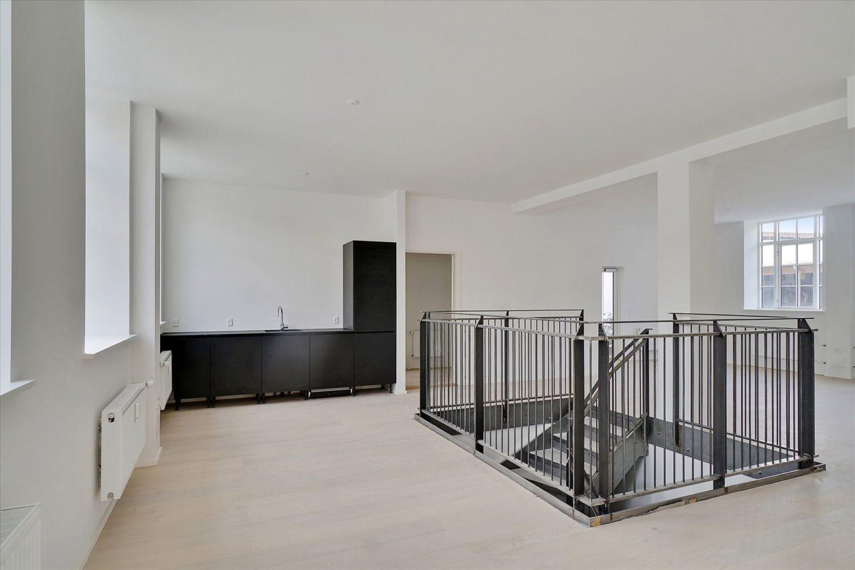 232 m² kontor + 400 m² kælder – momsfrit