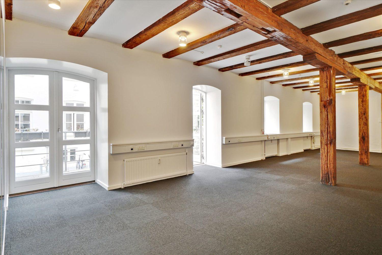 142 m² kontor – nyistandsat – terrasse