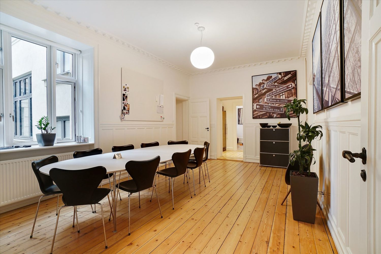 244 m² kontor/klinik • nyistandsat
