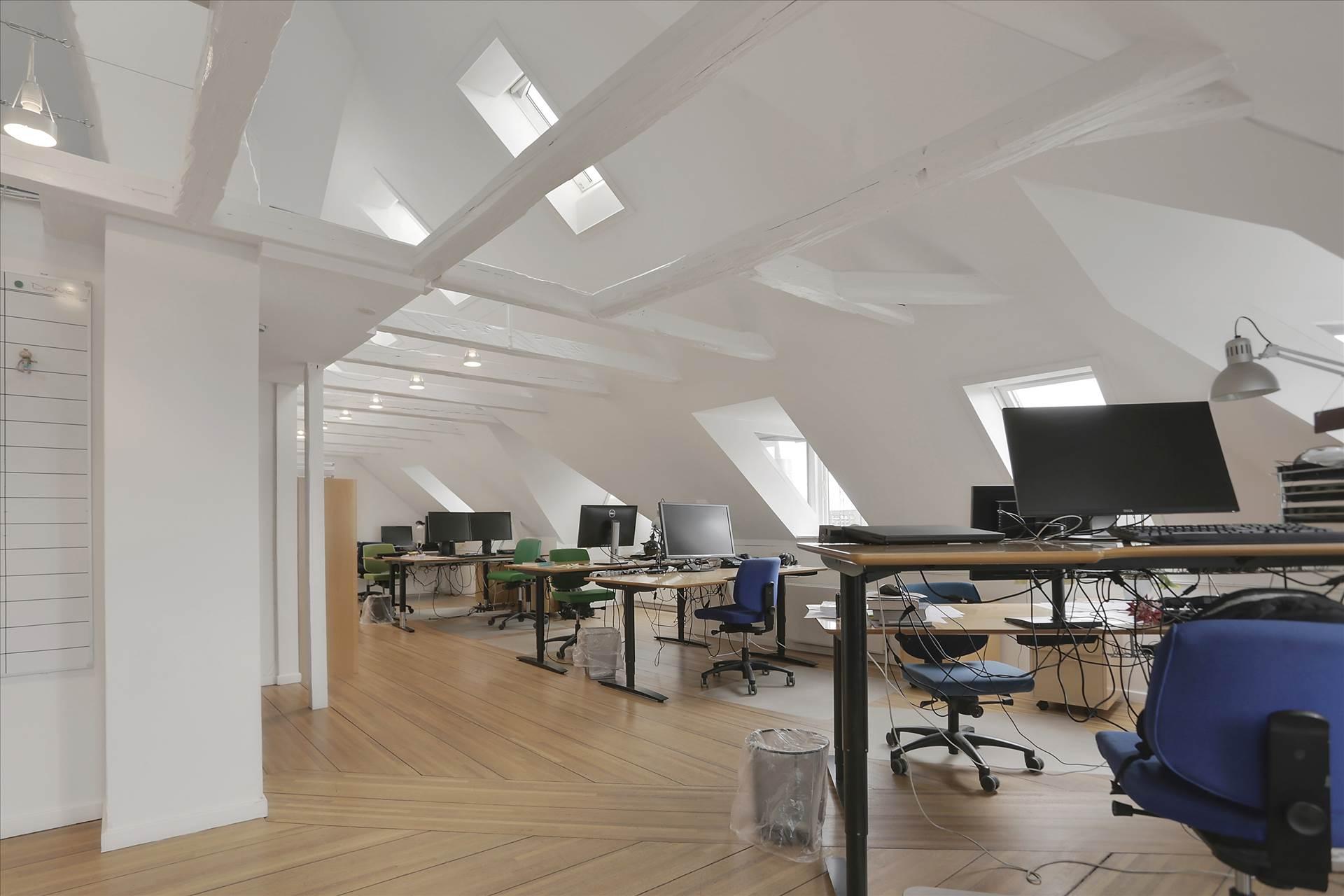 230 m² kontor • Udsigt over Søerne