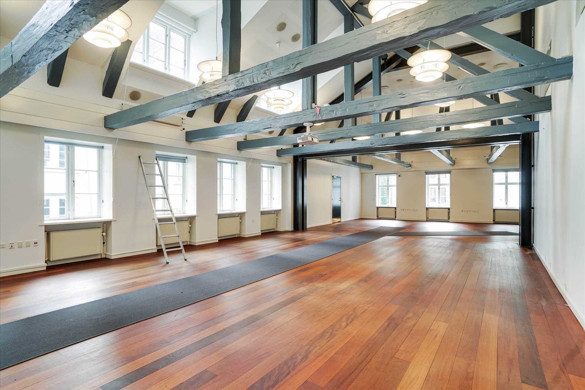 1.031 m² kontor • Selvstændigt domicil