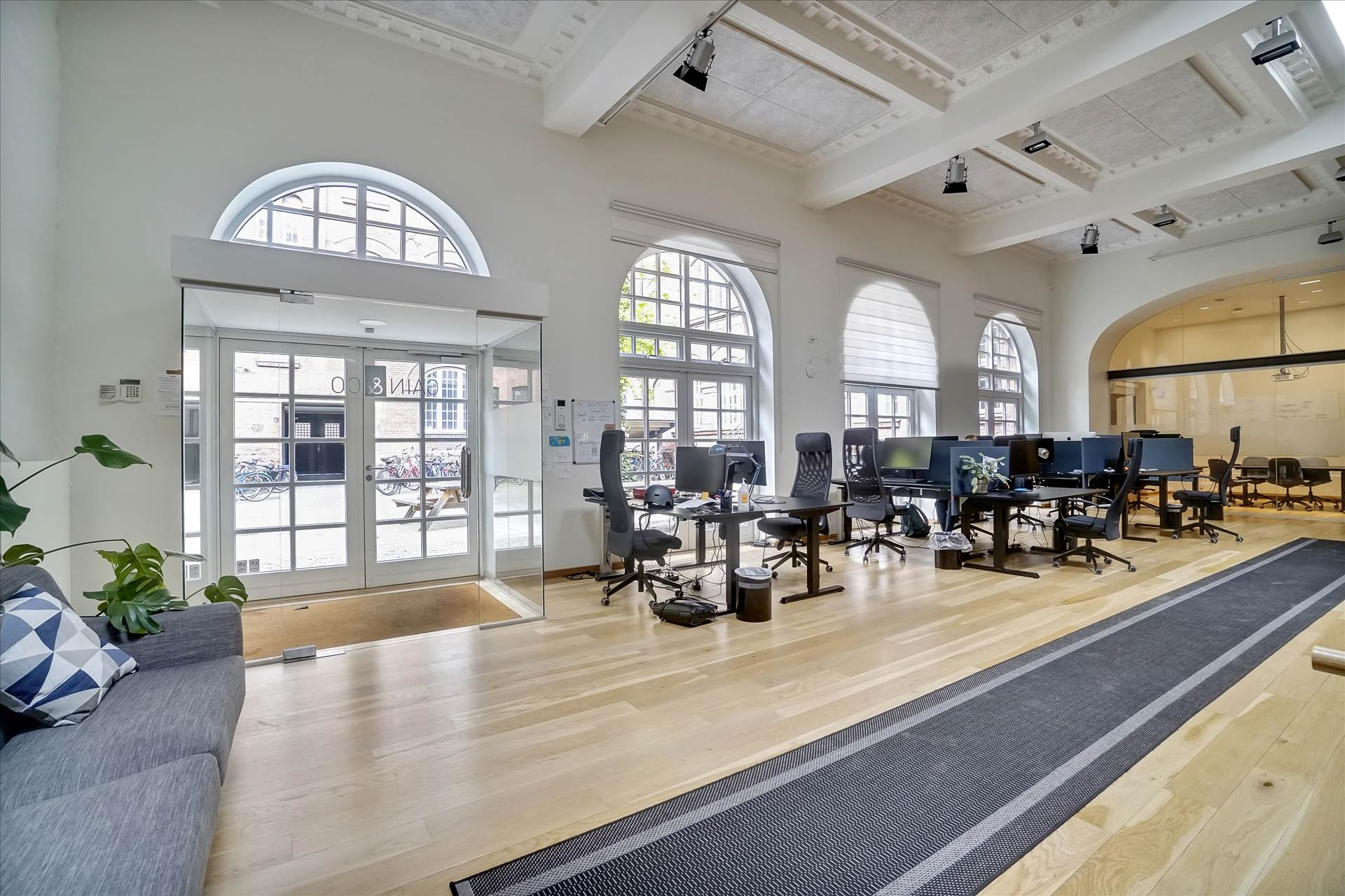 262 m² kontor / showroom • Pakhusstil