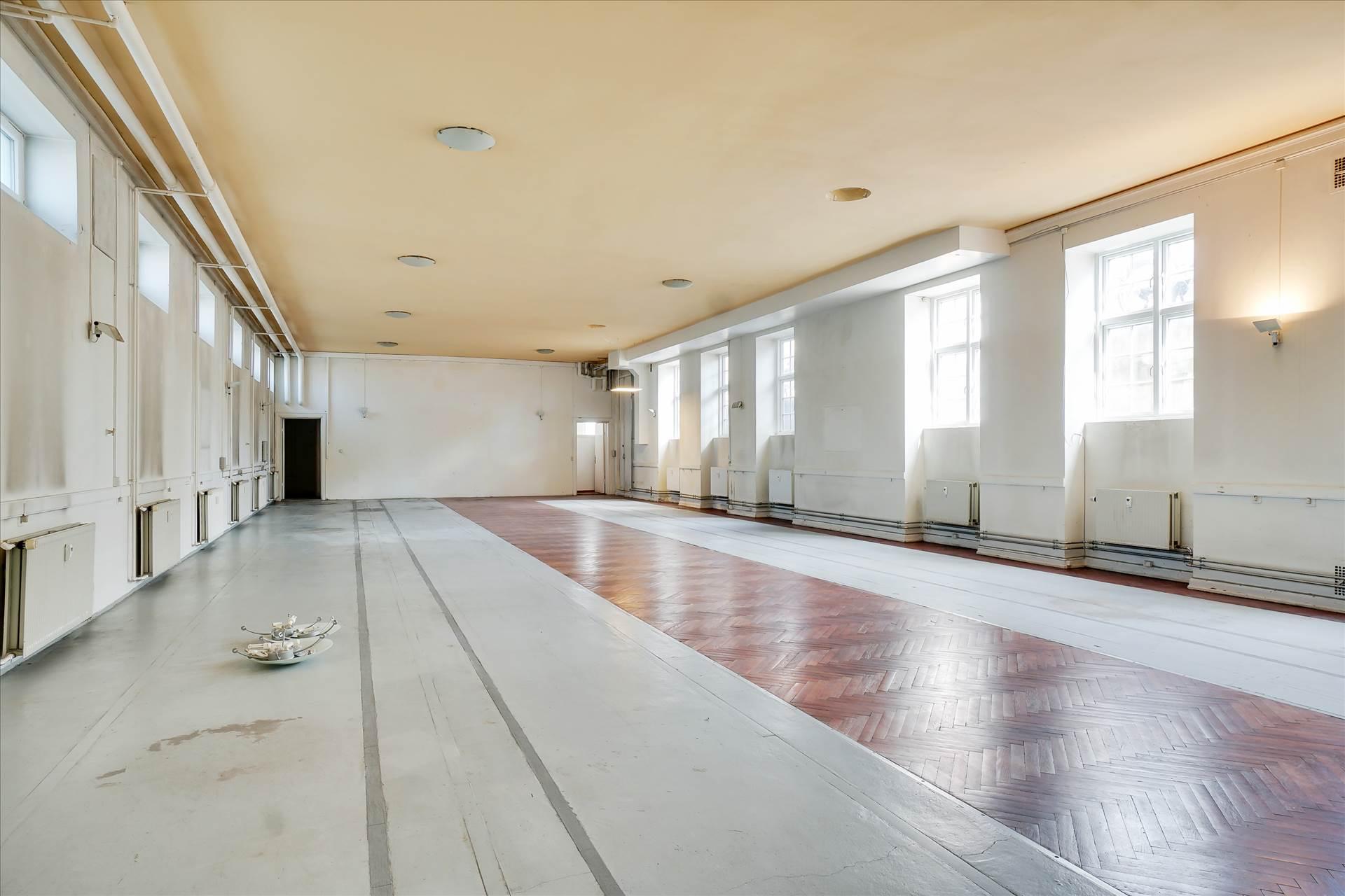 335 m² kontor/undervisning • Vanløse